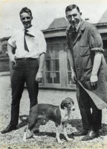 Photograph_of_F.G._Banting_and_C.H._Best_with_a_dog_on_the_roof_of_the_Medical_Building_(12309019434)