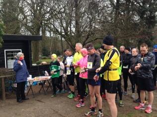 Kurz vor dem Start - die Läufer durften selbst von 10 auf 0 runterzählen