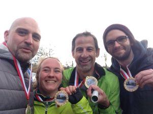 Mit unseren Medaillen glücklich im Ziel