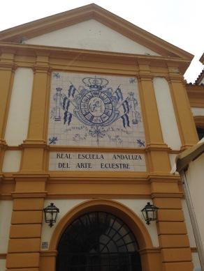 Eingang zur Königlichen Spanischen Hofreitschule in Jerez de la Frontera