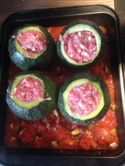 Die gefüllten Zuchinikugeln sind bereit für den Ofen (35-40 Minuten bei 170°C)