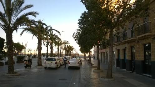Straße an der Küstenpromenade