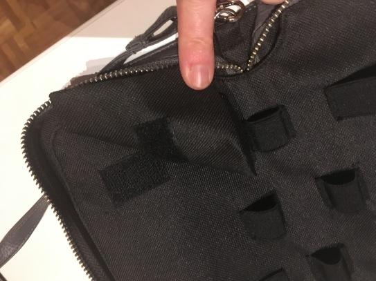 Praktisch: Das Auffangtäschchen für benutzte Blutzuckerteststreifen lässt sich per Klettband von der Tasche lösen