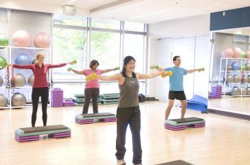 17377-men-and-women-performing-aerobic-exercises-pv