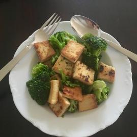 gebratener Tofu und Brokkoli, 340 kcal