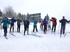 … Unser Trainer Arne ist der einzige, der seine Skier noch nicht angeschnallt hat