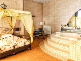 Dass wir in Leeuwarden im Fletcher Hotel die Honeymoon-Suite inklusive Whirlpool zugeteilt bekommen, war eine echte Überraschung.