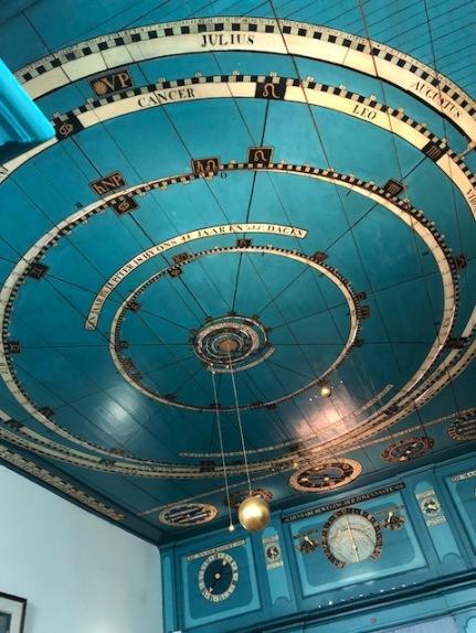 Tolles Highlight, ebenfalls in Franeker, ist das älteste funktionstüchtige Planetarium der Welt
