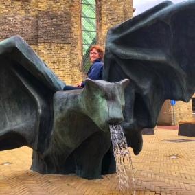 Diese wasserspeiende Fledermaus steht in Bolsward